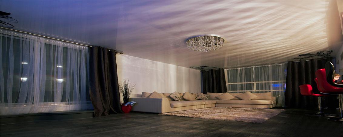 Натяжные потолки для гостиной с фотопечатью